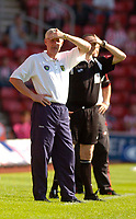 Photo: Alan Crowhurst.<br /> Southampton v Norwich City. Coca Cola Championship.<br /> 20/08/2005. Nigel Worthington shields his eyes from the sun.