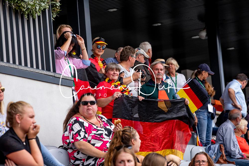 Deutsche Zuschauer jubeln<br /> Rotterdam - Europameisterschaft Dressur, Springen und Para-Dressur 2019<br /> Impressionen am Rande<br /> Longines FEI European Championships Dressage Grand Prix - Teams (2nd group)<br /> Teamwertung 2. Gruppe<br /> 20. August 2019<br /> © www.sportfotos-lafrentz.de/Stefan Lafrentz