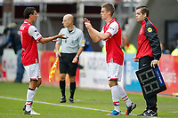 ALKMAAR - 16-09-2012 - voetbal Eredivisie - AZ - Roda JC, AFAS Stadion, wissel, debuut voor AZ speler Markus Henriksen (r), AZ speler Maarten Martens (l).