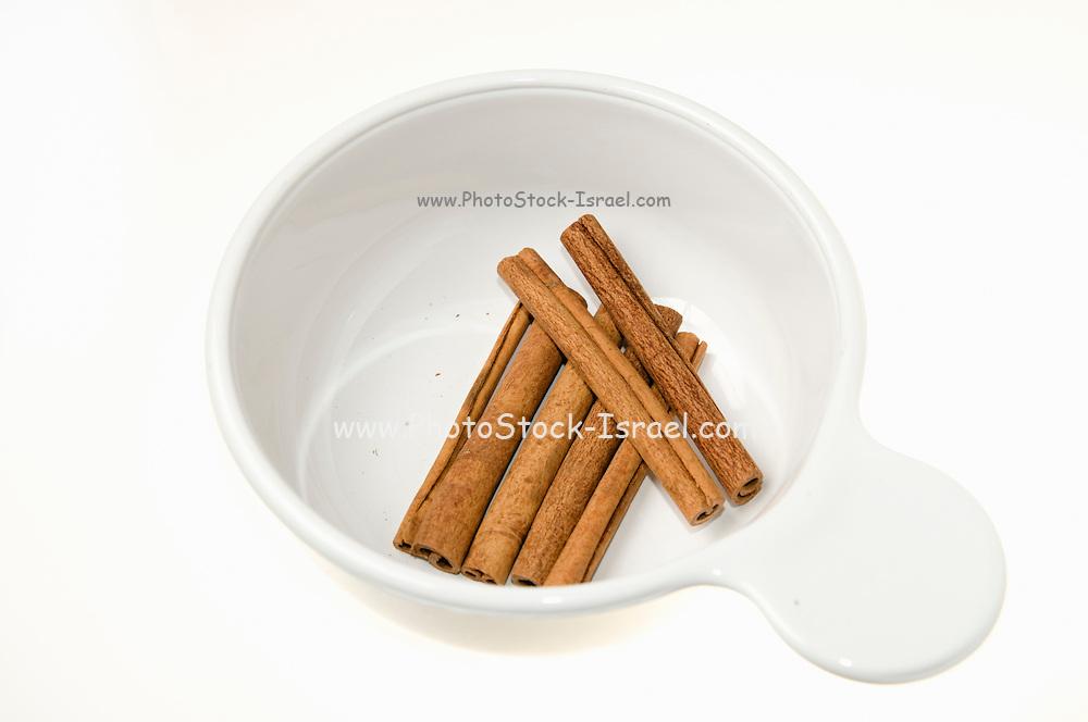 Whole Cinnamon sticks the bark of the Cinnamomum verum tree on white background