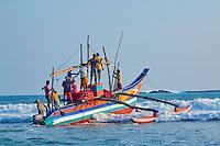 Sri Lanka, province du sud, plage de Weligama, depart des pecheurs sur leur catamarancatamaran // Sri Lanka, Southern Province, South Coast beach, Weligama beach, catamaran, fishermen's boat