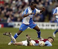 Fotball<br /> FA-cup 2005<br /> Burnley v Blackburn<br /> 20. februar 2004<br /> Foto: Digitalsport<br /> NORWAY ONLY<br /> Blackburn's Jemal Johnson and Burnley's Gary cahill