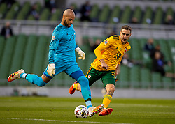 DUBLIN, REPUBLIC OF IRELAND - Sunday, October 11, 2020: Wales' Aaron Ramsey (R) and Republic of Ireland's goalkeeper Darren Randolph during the UEFA Nations League Group Stage League B Group 4 match between Republic of Ireland and Wales at the Aviva Stadium. The game ended in a 0-0 draw. (Pic by David Rawcliffe/Propaganda)
