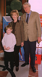 Actress PATRICIA HODGE, her husband MR PETER OWEN and their son EDWARD OWEN, at a luncheon in London on 31st January 1999.MNR 26
