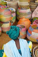 Sénégal, Region de Thies, marché de vannerie. // Senegal. Market of basketry near Thies.
