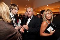 27 NOV 2009, BERLIN/GERMANY:<br /> Frank-Walter Steinmeier (M), SPD Fraktionsvorsitzeder, im Gespraech mit Journalisten,  Bundespresseball, Hotel Interconti<br /> IMAGE: 20091127-02-011<br /> KEYWORDS: Presseball