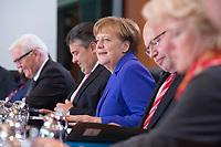 20 APR 2016, BERLIN/GERMANY:<br /> Angela Merkel (M), CDU, Bundeskanzlerin, vor Beginn der Kabinettsitzung, Bundeskanzleramt<br /> IMAGE: 20160420-01-020<br /> KEYWORDS: Kabinett, Sitzung
