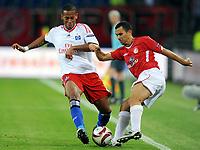 Fotball<br /> Tyskland<br /> Foto: Witters/Digitalsport<br /> NORWAY ONLY<br /> <br /> 01.10.2009<br /> <br /> v.l. Dennis Aogo HSV, Gil Vermouth<br /> <br /> Europa League Hamburger SV - Hapoel Tel Aviv