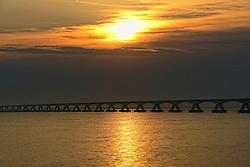 09-06-2014 NED: De Zeelandbrug, Noord Beveland<br /> De Zeelandbrug is een verkeersbrug over de Oosterschelde met een totale lengte van 5022 meter. Hij verbindt Noord-Beveland met Schouwen-Duiveland