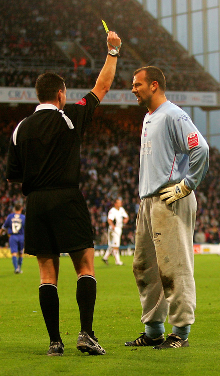 Photo: Frances Leader.<br />Crystal Palace v Sheffield Utd. Coca Cola Championship.<br />05/11/2005.<br />Palaces' goalie Gabor Kiraly gets a yellow card for running and arguing with the ref