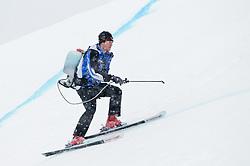 20.01.2011, Hahnenkamm, Kitzbuehel, AUT, FIS World Cup Ski Alpin, Men, Training, im Bild // ein Feature mit einem Pistenarbeiter, der die Strecke markiert // during the men´s downhill training run at the FIS Alpine skiing World cup in Kitzbuehel, EXPA Pictures © 2011, PhotoCredit: EXPA/ S. Zangrando