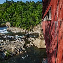 The Tafstville Covered Bridge in Woodstock, Vermont. Ottacquechee River.