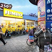 Nederland, Amsterdam , 24 november 2011..De 25 ste Jumbo supermarktvestiging op de Buitenveldertselaan in de wijk Buitenveldert. Jumbo heeft hier Super de Boer overtgenomen.