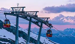 THEMENBILD, Gondeln des Gletscherjet 2 Liftes, aufgenommen am 18.05.2017, Kitzsteinhorn, Kaprun, Österreich // Gondolas of the Gletscherjet 2 lift at the Kitzsteinhorn Glacier in Kaprun, Austria on 2017/05/18. EXPA Pictures © 2017, PhotoCredit: EXPA/ JFK