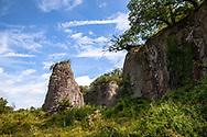 rock pillar of the Stenzelberg mountain in the Siebengebirge hill range near Koenigswinter, the mountain served as a quarry for quartz latite until the 1930s, North Rhine-Westphalia, Germany.<br /> <br /> Felssaeule, auch Umlaeufer genannt, des Stenzelberg im Siebengebirge bei Koenigswinter, der Berg diente bis in die 1930er Jahre als Steinbruch fuer Quarz-Latit, Nordrhein-Westfalen, Deutschland.