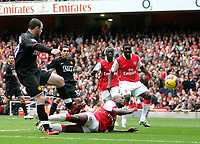 Photo: Tom Dulat/Sportsbeat Images.<br /> <br /> Arsenal v Manchester United. The FA Barclays Premiership. 03/11/2007.<br /> <br /> Manchester United's Wayne Rooney scores opener of the game. Manchester leads 1-0