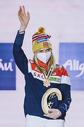 04.03.2021, Oberstdorf, GER, FIS Weltmeisterschaften Ski Nordisch, Oberstdorf 2021, Damen, Nordische Kombination, Siegerehrung, im Bild Weltmeisterin und Goldmedaillengewinner Therese Johaug (NOR) // World champion and gold medalist Therese Johaug of Norway during the winner ceremony for the women Nordic combined of FIS Nordic Ski World Championships 2021 in Oberstdorf, Germany on 2021/03/04. EXPA Pictures © 2021, PhotoCredit: EXPA/ Dominik Angerer