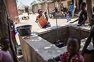 Mai 2018. Les Disparus Sénégal Episode 3. Est du Sénégal, région de Tambacounda. Village de Missirah. Famille de Malick Sylla qui était ami avec plusieurs disparus. Familles de jeunes hommes migrants disparus le 18 avril 2015 dans un chalutier bleu d'une vingtaine de mètres rentrée en collision avec le King Jacob, porte-conteneurs de 150 mètres, au large de l'Italie. Entre 800 et 1000 migrants étaient dans le bâteau. 29 ont survécu.