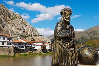 Turquie. Region de la Mer Noire. Ville d'Amasya. Statue du geographe Strabon. // Turkey. Black Sea region. City of Amasya. Strabon statue.