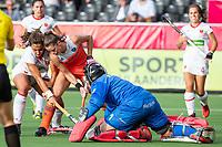 ANTWERPEN -  Lidewij Welten (Ned) stuit op goalkeeper Maria Ruiz (Esp)  met links Cristina Guinea (Esp)   tijdens  hockeywedstrijd  dames, Nederland-Spanje (1-1),   bij het Europees kampioenschap hockey.   COPYRIGHT KOEN SUYK