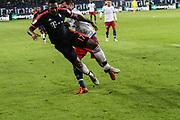 Fussball: 1. Bundesliga, Hamburger SV - FC Bayern Muenchen, Hamburg, 22.01.2016<br /> <br /> Verletzung: Jerome Boateng (Bayern, l.) - Dennis Diekmeier (HSV) <br /> <br /> © Torsten Helmke