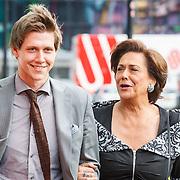 NLD/Amsterdam/20150530 - Amsterdamdiner 2015, Tineke Verburg en zoon Tim