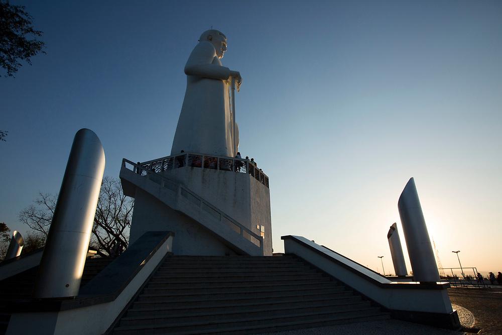 Juazeiro do Norte_CE, 15 de Setembro de 2012<br /> <br /> <br /> Romaria da Nossa Senhora das Dores. Na foto, romeiros visitam a estatua de Padre Cicero no Horto<br /> <br /> Foto: LEO DRUMOND / NITRO