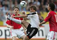 Fotball<br /> Privatlandskamp<br /> 06.06.2004<br /> Tyskland v Ungarn<br /> Foto: Witters/Digitalsport<br /> NORWAY ONLY<br /> <br /> v.l. Zoltan Gera - Bernd Schneider - Leandro Ungarn
