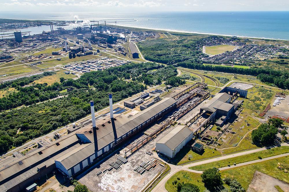 Nederland, Noord-Holland, IJmuiden, 01-08-2016; Velsen-Noord, terrein van Tata Steel met in de voorgrond Walserij (gedeeltelijk ontmanteld).<br /> Tata Steel industrial site, steel works.<br /> <br /> luchtfoto (toeslag op standard tarieven);<br /> aerial photo (additional fee required);<br /> copyright foto/photo Siebe Swart