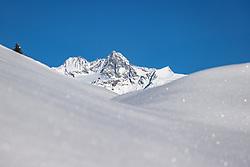THEMENBILD - tief verschneite Berg- und Waldlandschaften im Hintergrund der Gipfel des Grossglockner (3798 m ü. A.). Kals am Großglockner, Österreich am Dienstag, 5. Januar 2021 // deeply snow-covered mountain and forest landscapes in the background the summit of the Grossglockner (3798 m above sea level). Kals am Grossglockner on Tuesday, January 5, 2021, Austria. EXPA Pictures © 2021, PhotoCredit: EXPA/ Johann Groder