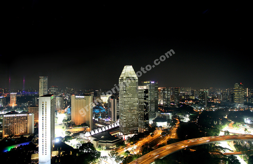 The city skyline and the circuit /right corner during Friday practice for the 2008 Singapore Grand Prix. Photo: Grand Prix Photo