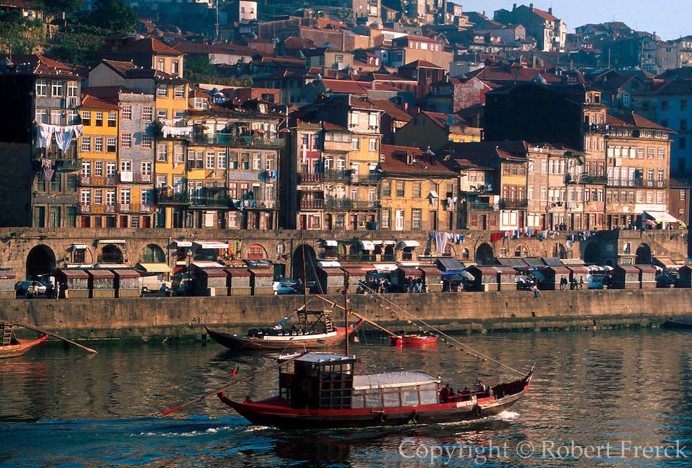 PORTUGAL, DOURO, PORTO Cais da Ribeira quay and 'rabelos'