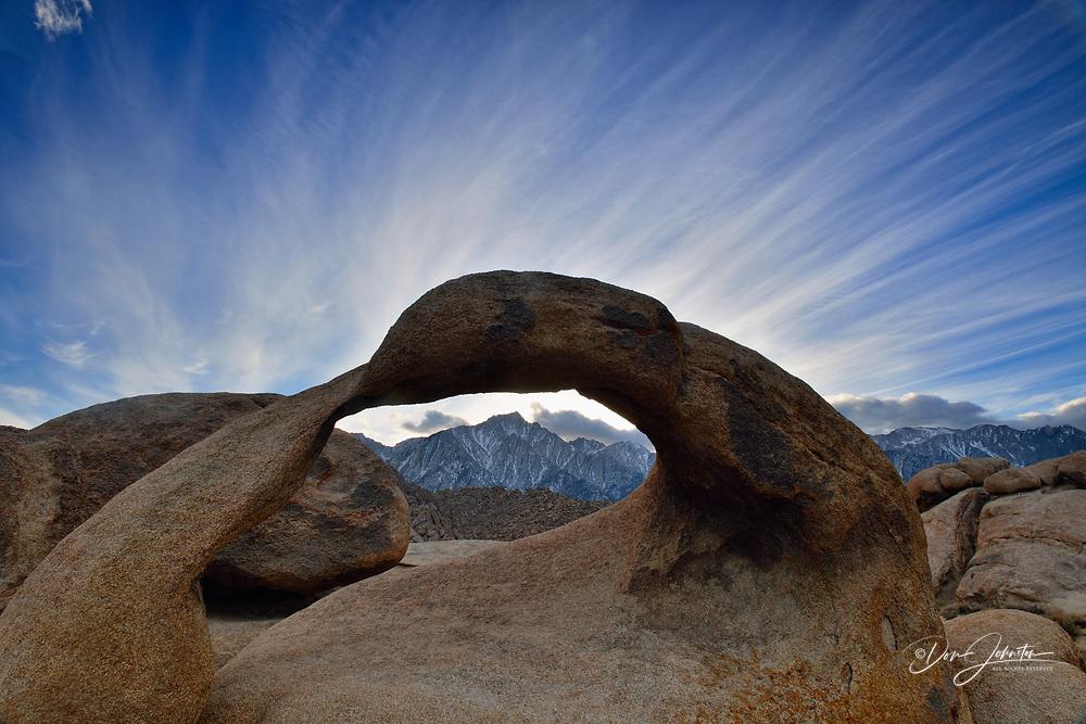 Mobius Arch, BLM Alabama Hills Recreation Area, Lone Pine, California, USA