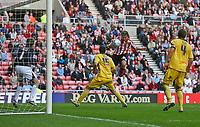 Photo: Andrew Unwin.<br /> Sunderland v Barnsley. Coca Cola Championship. 21/10/2006.<br /> Sunderland's Chris Brown (R of C) scores his team's second goal.