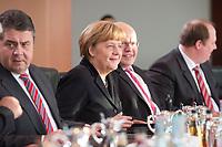 14 JAN 2014, BERLIN/GERMANY:<br /> Angela Merkel (M), CDU, Budneskanzlerin, vor Beginn der Kabinettsitzung, Bundeskanzleramt<br /> IMAGE: 20150114-01-030<br /> KEYWORDS: Sitzung, Kabinett, freundlich