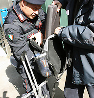 Fotball<br /> Italia Serie A 2006/2007<br /> Foto: Inside/Digitalsport<br /> NORWAY ONLY<br /> <br /> Police officer check a fan arriving for the Italian Serie A soccer match between AS Roma and Parma<br /> <br /> 11.02.2007<br /> Roma v Parma (3-0)