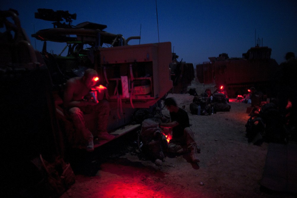 Soldiers from 16 Air Assault Bde's elite BRF (Brigade Reconnaissance Force) cook their evening meal as they prepare to spend the night in the desert. One of this groups specialities is to be able to operate in hostile environments unsupported for extended periods of time.  Nr Kakaran, Helmand Province, Southern Afghanistan on the 14th of March 2011.