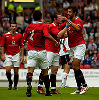 Fotball<br /> Foto: SBI/Digitalsport<br /> NORWAY ONLY<br /> <br /> Clyde v Manchester United, Preseason Friendly. 16/07/2005.<br /> <br /> Manchester United's Ruud van Nistelrooy (R) is congratulated after his second goal.