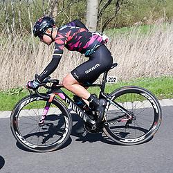 16-04-2016: Wielrennen: IJsseldelta Topcompetitie vrouwen: Zwolle<br />ZWOLLE (NED) wielrennen <br />Wind was in deze editie de grootste tegenstanders van de vrouwen.<br />Barbara Guarischi