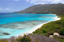 Sandstrand von Savannah Bay mit Vegetation am Huegel, Sandy Beach of Savannah Bay with vegetation on hill, Virgin Gorda Island, Britische Jungferninsel, Karibik, Karibisches Meer, British Virgin Islands, BVI, Caribbean Sea