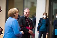 Berlin, 27.09.2021: Bundeskanzlerin Dr. Angela Merkel (CDU) und Bischof Dr. Georg Bätzing, Vorsitzender der Deutschen Bischofskonferenz, auf dem Weg zum St. Michael-Jahresempfang.