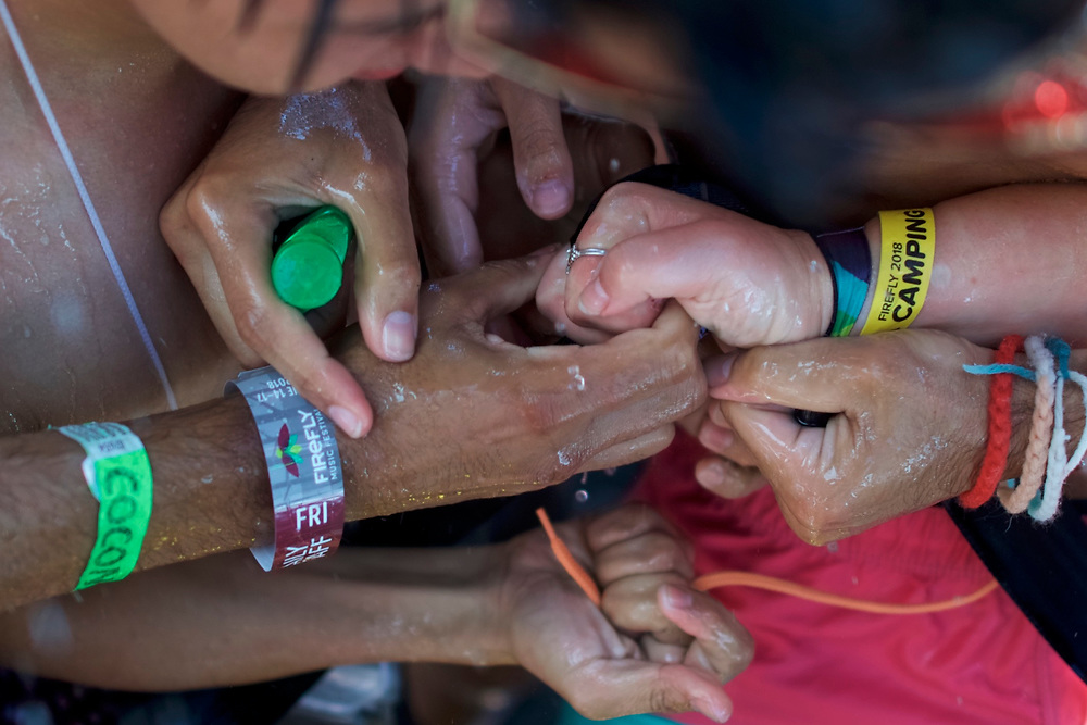 Concert goers strain for a free Super VIP festival wristband after setting the Guiness World Record for the most people taking a simultaneous shower during the second day of the Firefly Music Festival in Dover, Delaware U.S., June 15, 2018.  REUTERS/Mark Makela