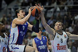 15.04.2015, Palacio de los Deportes stadium, Madrid, ESP, Euroleague Basketball, Real Madrid vs Anadolu Efes Istanbul, Playoffs, im Bild Real Madrid´s Jonas Maciulis and Anadolu Efes´s Dario Saric // during the Turkish Airlines Euroleague Basketball 1st final match between Real Madrid vand Anadolu Efes Istanbul t the Palacio de los Deportes stadium in Madrid, Spain on 2015/04/15. EXPA Pictures © 2015, PhotoCredit: EXPA/ Alterphotos/ Luis Fernandez<br /> <br /> *****ATTENTION - OUT of ESP, SUI*****