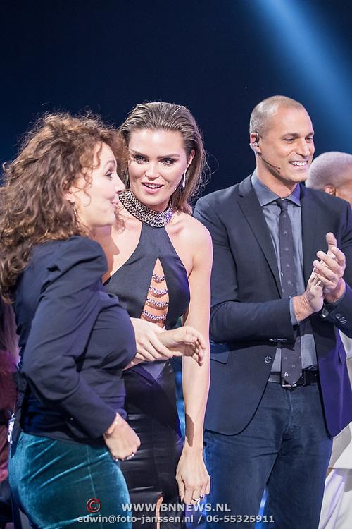 NLD/Amsterdam/20171030 - Holland Next Top Model 2017 finale Edine Russel, Kim Feenstra, Nigel Barker