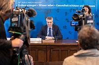 23 MAR 2020, BERLIN/GERMANY:<br /> Prof. Dr. Lothar H. Wieler, Praesident Robert-Koch-Institut, waehrend einem Pressebriefing zur aktuelle Entwicklungen des Corona-Virus, COVID-19, Hoersaal, Robert-Koch-institut<br /> IMAGE: 20200323-01-012<br /> KEYWORDS: Pandemie