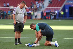01.06.2019, Wanda Metropolitano, Madrid, ESP, UEFA CL, Tottenham Hotspur vs FC Liverpool, Finale, im Bild Harry Kane of Tottenham Hotspur changes his boots for different studs // Harry Kane of Tottenham Hotspur changes his boots for different studs during Training before the the UEFA Champions League Final Match between Tottenham Hotspur and FC Liverpool at the Wanda Metropolitano in Madrid, Spain on 2019/06/01. EXPA Pictures © 2019, PhotoCredit: EXPA/ Focus Images/ Paul Chesterton<br /> <br /> *****ATTENTION - for AUT, GER, FRA, ITA, SUI, POL, CRO, SLO only*****