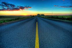Pôr-dos-sol na BR 290 na saída de São Gabriel na direção de quem vai para a fronteira. FOTO: Jefferson Bernardes/Preview.com