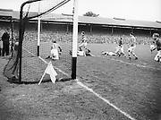 Neg No: 285/4014-4020...23081953AISFCSF.23.08.1953..All Ireland Senior Football Championship - Semi-Final...Kerry.3-6.Louth.0-10 ........