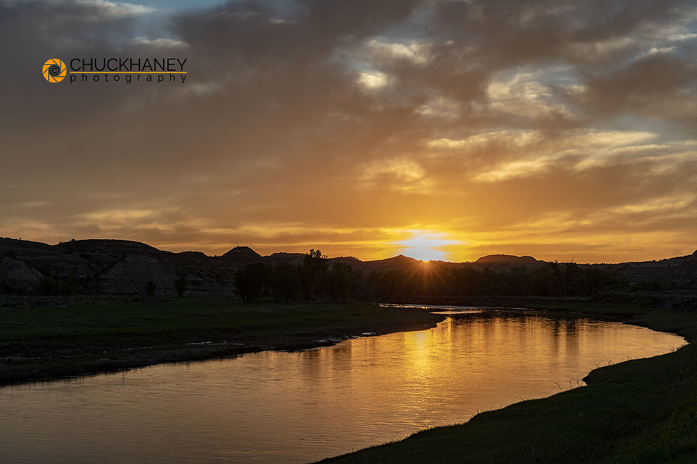 Sunrise over The Little Missouri River in Theodore Roosevelt National Park, North Dakota, USA