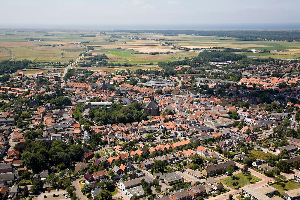 Nederland, Noord-Holland, Texel, 14-07-2008; Den Burg, hoofdplaats van Texel, belangrijkste dorp van het eiland, administratief centrum;  . .luchtfoto (toeslag); aerial photo (additional fee required); .foto Siebe Swart / photo Siebe Swart